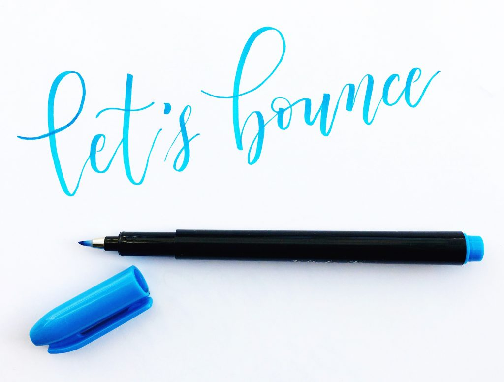 Learn bouncy modern calligraphy brush lettering with these amazing tracing guide worksheets templates from Kelly Creates