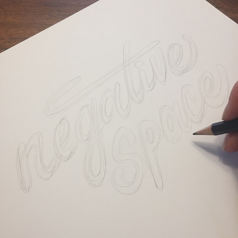 Love this hand lettering tutorial about how to design with negative space on www.kellycreates.ca by Elizabeth Wise @wisedesign