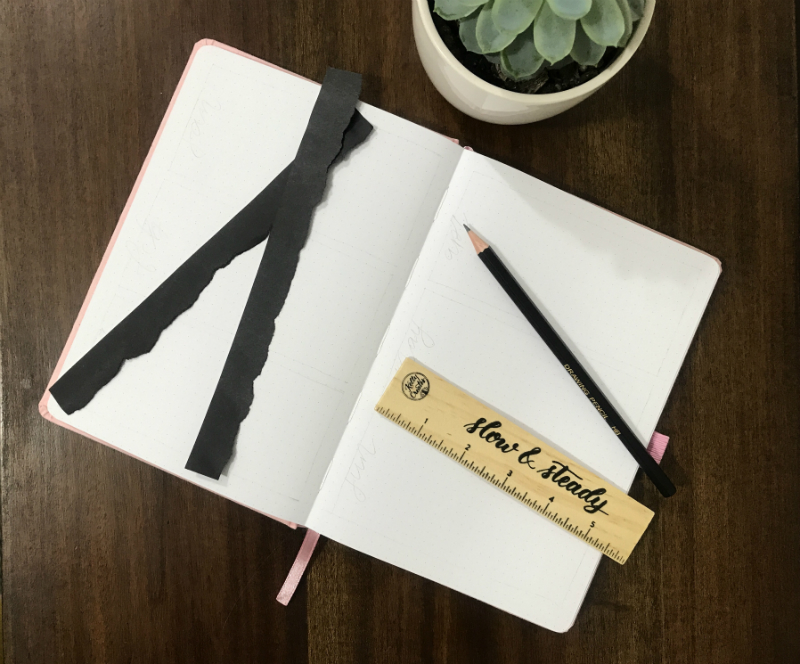 @littlemissrose shows an easy way to create a future log in your bujo bullet journal www.kellycreates.ca