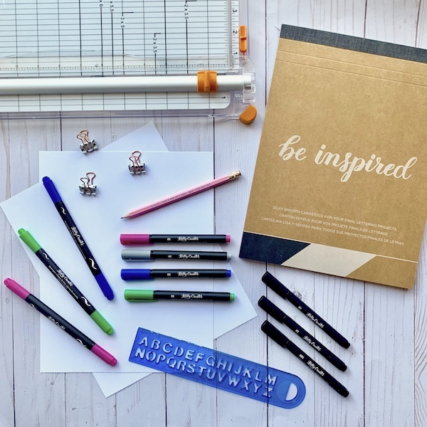 Cute hand lettering DIY to make a calendar by @simplystephlettering www.kellycreates.ca