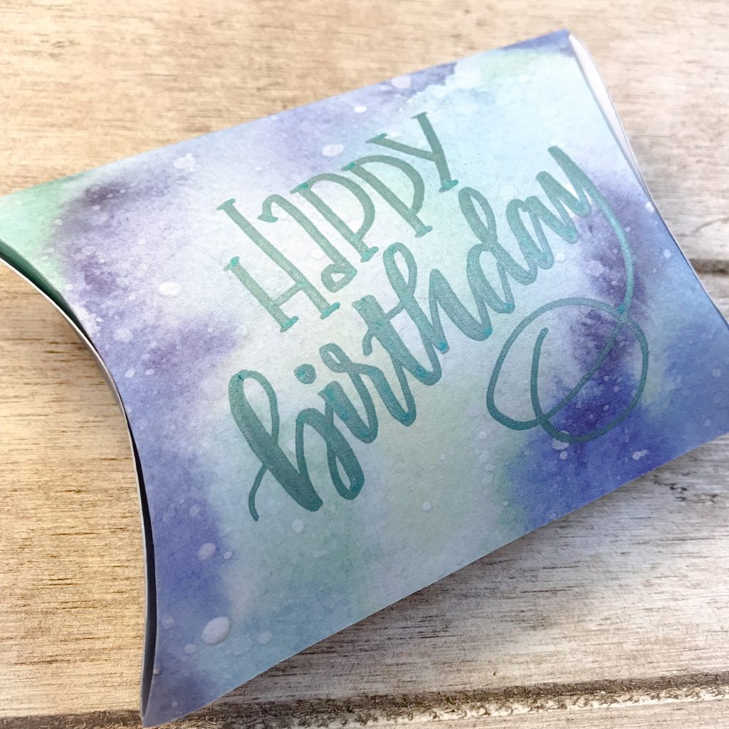 Adorable pillow box with free template to download for gift cards and hand lettering www.kellycreates.ca