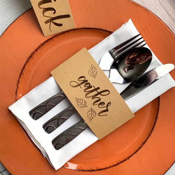 Beautiful hand lettering for Thanksgiving table setting and home decor www.kellycreates.ca