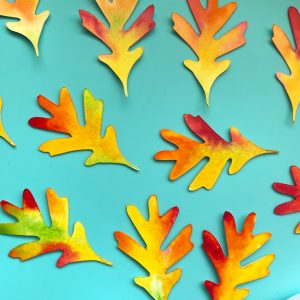 Make a leafy frame with Fall hand lettering Hello Autumn free printables and svg files www.KellyCreates.ca